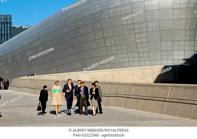 King Willem-Alexander and Queen Maxima of The Netherlands pose at the Dongdaemun Design Plaza in Seoul, South Korea, 3 November 2014