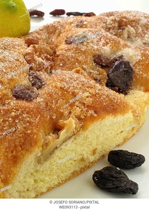 cake with raisins and nuts