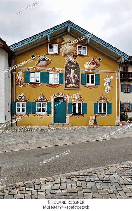 "Mittenwald, Hausfassade mit ""Lüftelmalerei"""