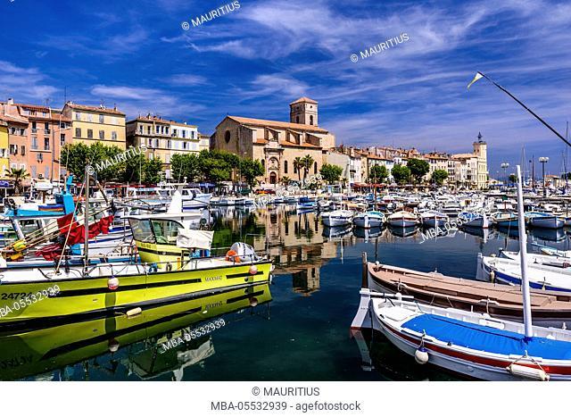 France, Provence, Bouches-du-Rhône, Riviera, La Ciotat, old harbour with church Notre Dame