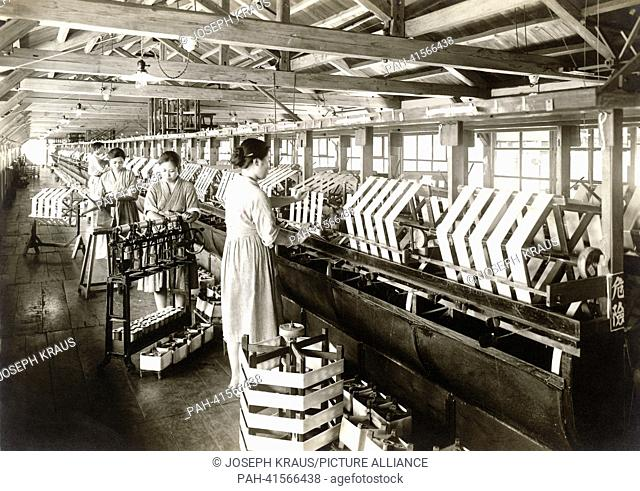 Silk industrie. Pictured in the early 1920th. - /Japan