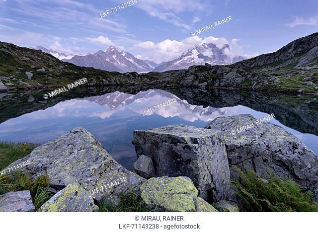 Lacs des Cheserys, Aiguille du Chardonnet, Aiguilles Verte, Haute-Savoie, Frankreich