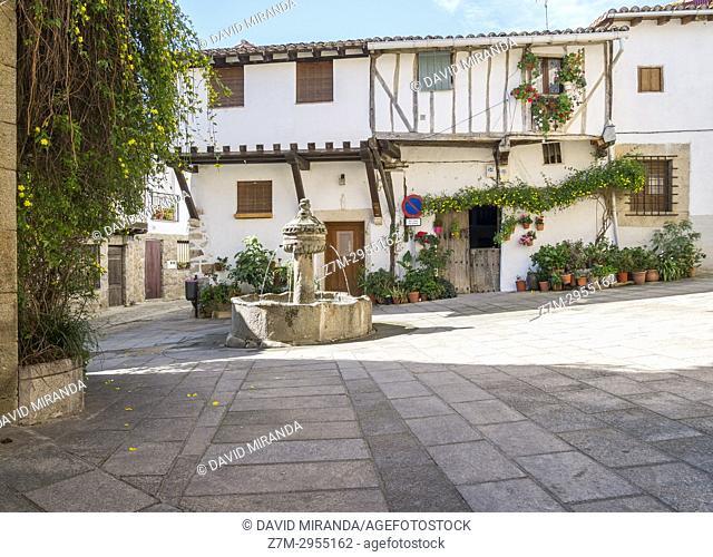 Plaza de la Fuente de los chorros. Cuacos de Yuste. Cáceres. Extremadura. Spain