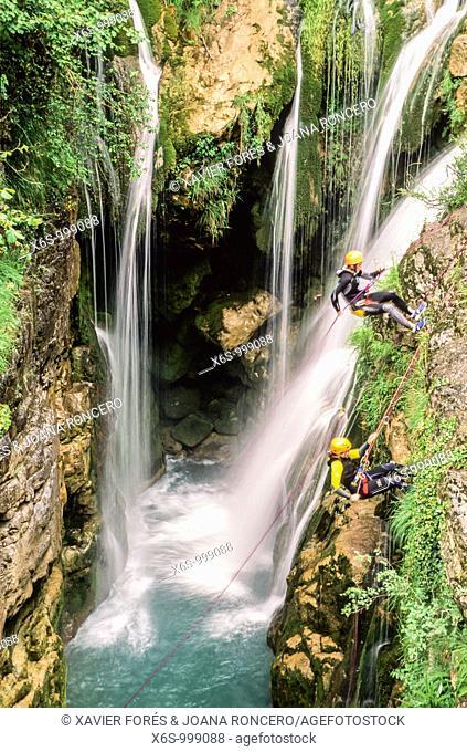 Canyoning in Añisclo gorge, National Park of Ordesa and Monte Perdido, Huesca, Spain / Descenso de barrancos, Cañon de Añisclo