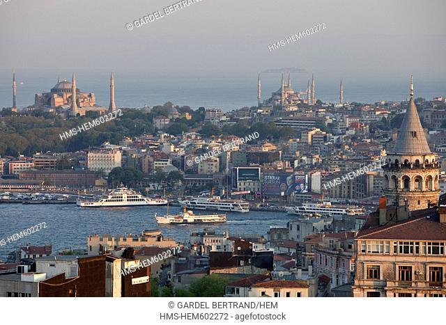 Turkey, Istanbul, Beyoglu, Tneldistrict, cafes, barsand restaurants inthe narrow streetsaroundIstiklal Caddesi