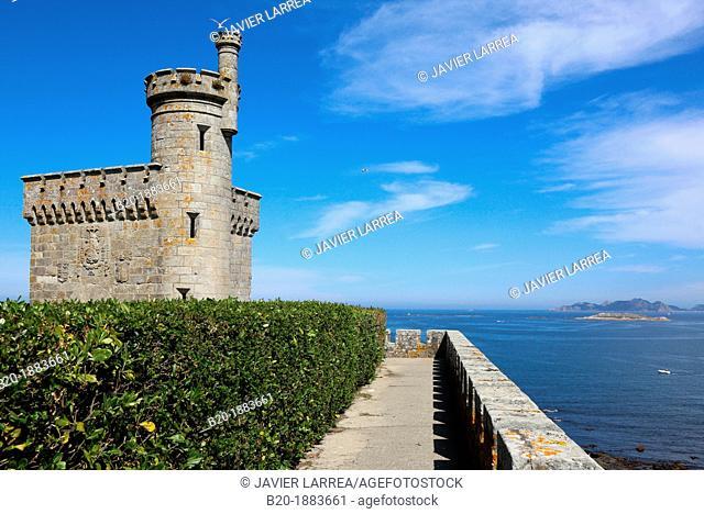 Monterreal castle, Cies Islands in the background, Baiona, Pontevedra, Galicia, Spain