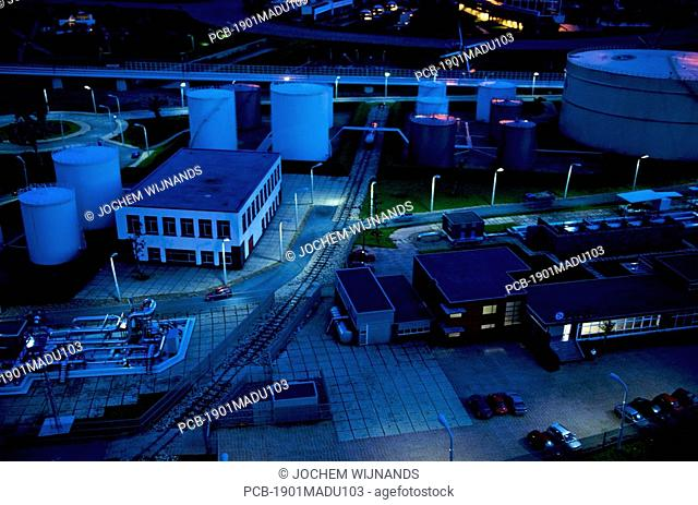 Port of Rotterdam, oil storage as replicated in Madurodam