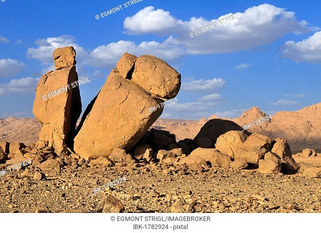Granite boulders in the Hoggar, Ahaggar Mountains, Wilaya Tamanrasset, Algeria, Sahara, North Africa