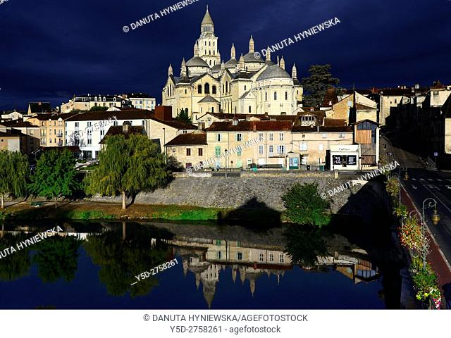 Perigueux, Isle River, Saint Front Cathedral, Pilgrimage way to Santiago de Compostela, UNESCO World Heritage site, Perigord Blanc, Dordogne, Aquitaine, France