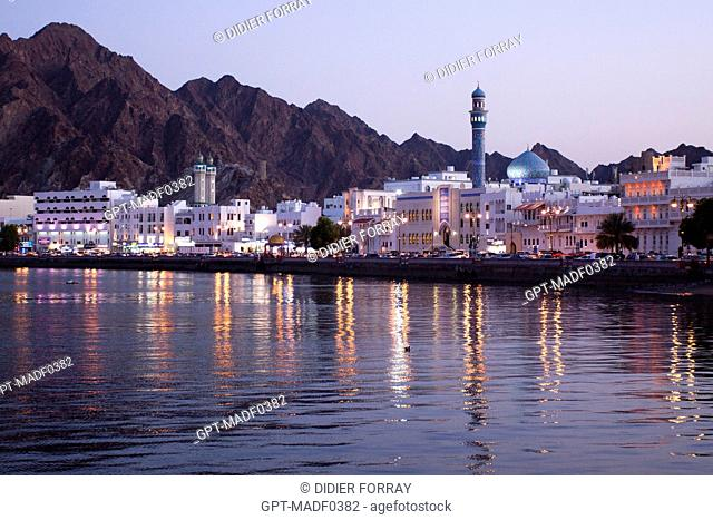 THE COAST ROAD IN MUTTRAH AT NIGHT, MUSCAT, SULTANATE OF OMAN, MIDDLE EAST