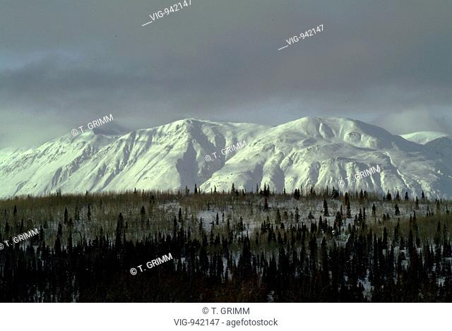 Winter landscape at Haines Road, the border area between British Columbia and Yukon of Canada and Alaska of the USA. - CANADA, 04/02/2004