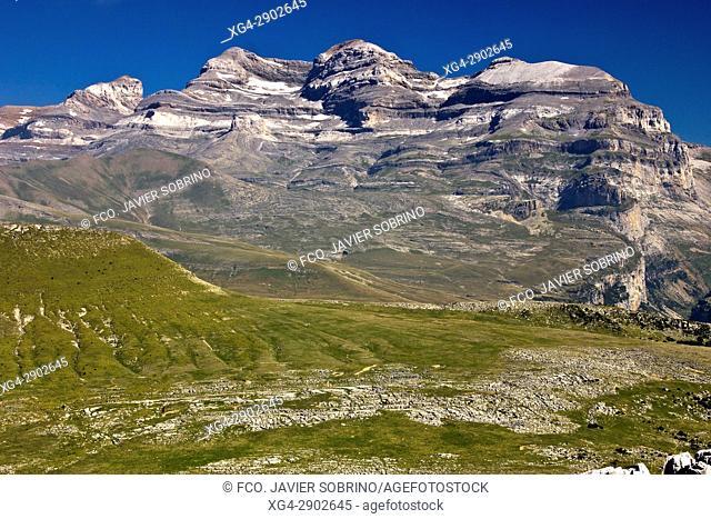 Macizo de Monte Perdido desde el Valle de Añisclo. Sobrarbe. Pirineo Aragonés. Provincia de Huesca. España. Europa