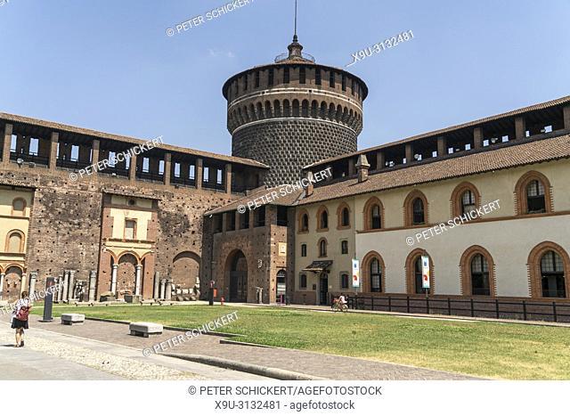 Innenhof des Castello Sforzesco, Mailand, Lombardei, Italien   courtyard of the Castello Sforzesco, Milan, Lombardy, Italy, Europe