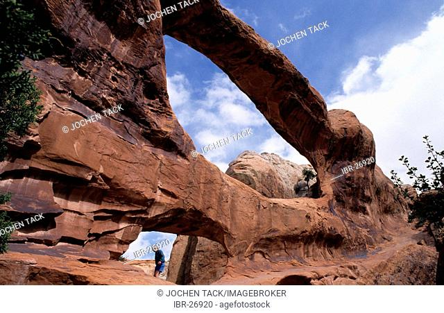 USA, United States of America, Utah: Arches National Park, Double-O Arch