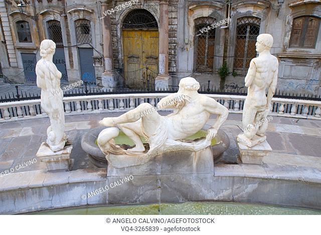 Fontana Pretoria on Piazza Pretoria. Work of the Florentine sculptor Francesco Camilliani. Palermo, Sicily, Italy