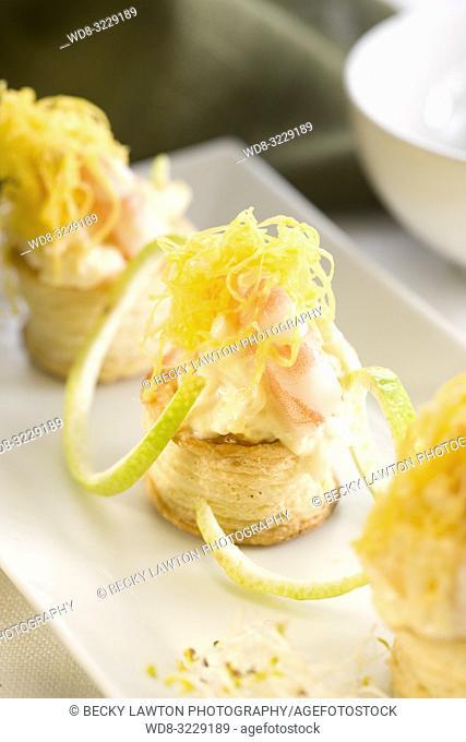 Tartaleta de ensaladilla de patata y gamba cocida con mayonesa