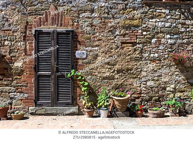 Gubbio (Italy): Old door on medieval stone wall
