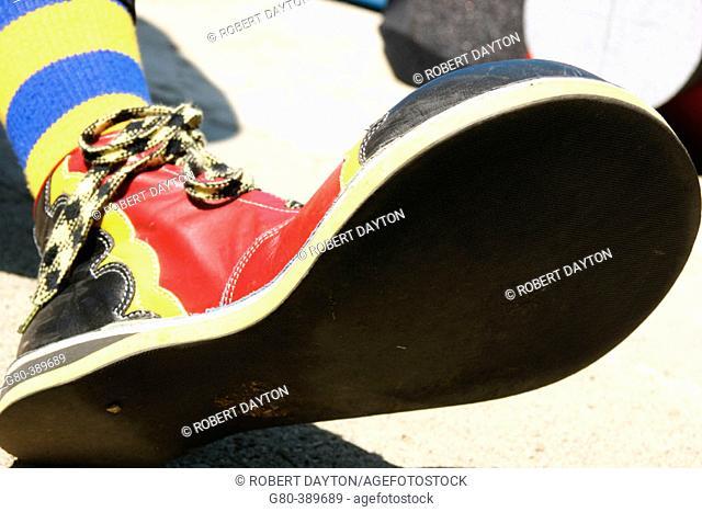 Clown shoe with black bottom