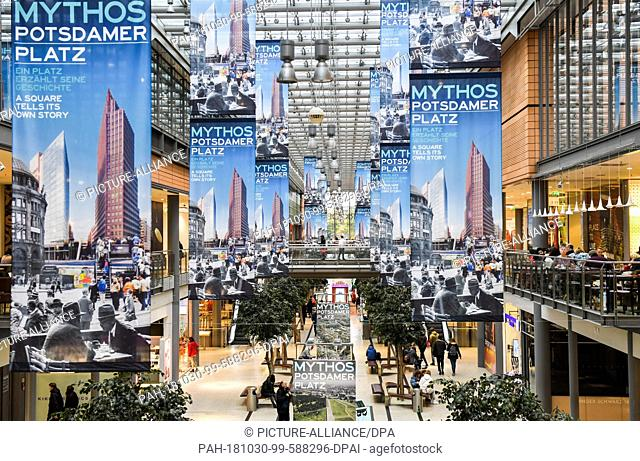 "29 October 2018, Berlin: The interactive exhibition """"Mythos Potsdamer Platz"""" can be seen in the Arkaden Potsdamer Platz"
