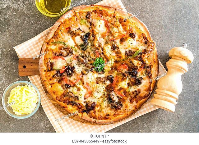 bbq pork pizza - Italian food style