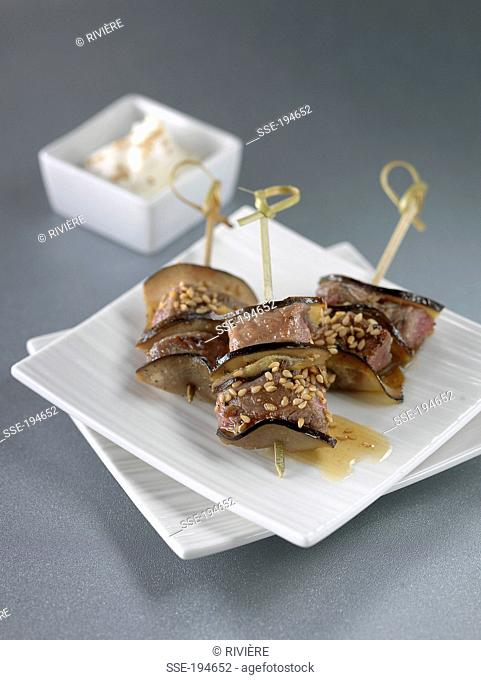 Lamb-eggplant mini brochettes with sesame seeds