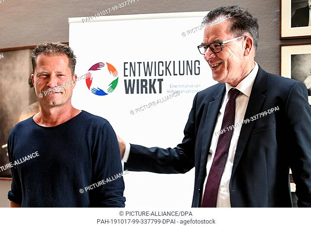 17 October 2019, Berlin: Til Schweiger (l), actor and director, and Gerd Müller (CSU), Federal Minister for Economic Cooperation and Development