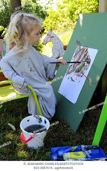 3 year-old girl workshop painting