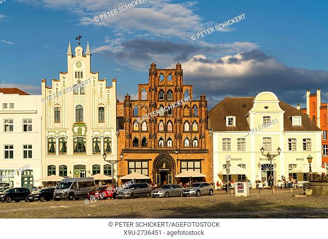 Market Square with patrician's home the Alter Schwede, Hanseatic City of Wismar, Mecklenburg-Vorpommern, Germany