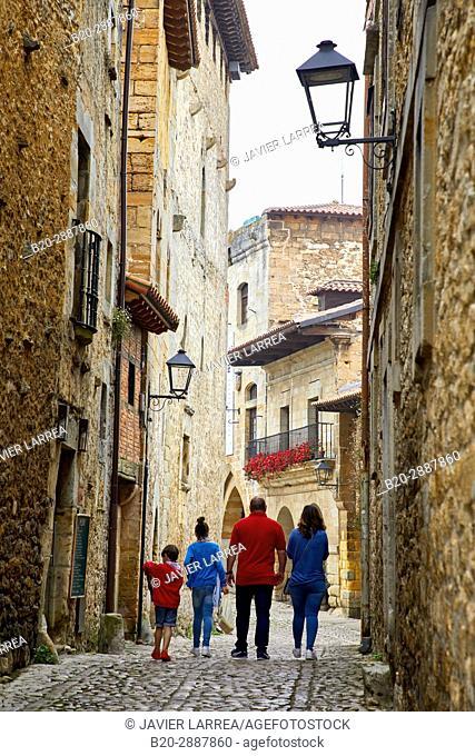 Calle de las Lindas y Plaza Mayor, Santillana del Mar, Cantabria, Spain, Europe