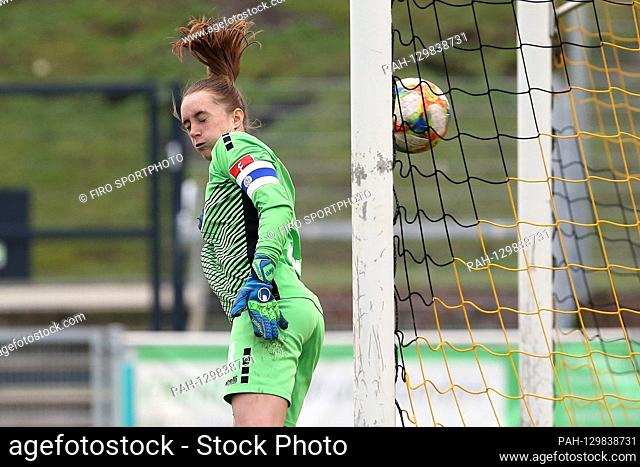 firo: 16.02.2020 Football, women FLYERALARM-Women-Bundesliga, season 2019/2020 MSV Duisburg - SGS Essen goalwoman Meike Kamper (# 1