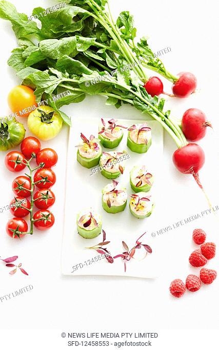 Cucumber canapés with various vegetables