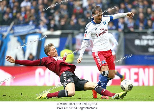 Hamburg's Rafael van der Vaart in action against Nuremberg's Mike Frantz (L) during the German Bundesliga soccer match between Hamburger SV and 1