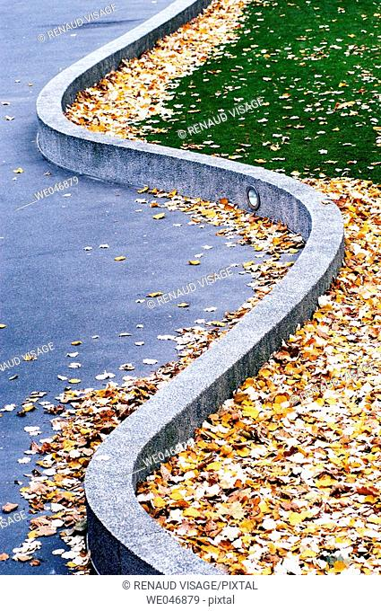 Snake-like concrete beam. Paris. France