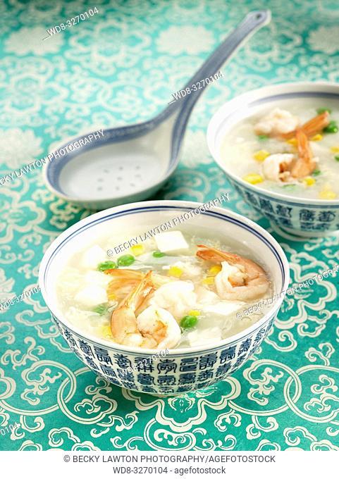 sopa de tofu con langostinos