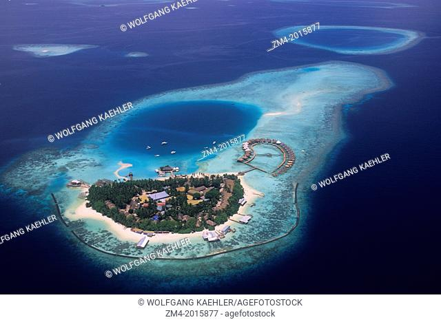 MALDIVES, AERIAL VIEW OF ISLAND WITH RESORT