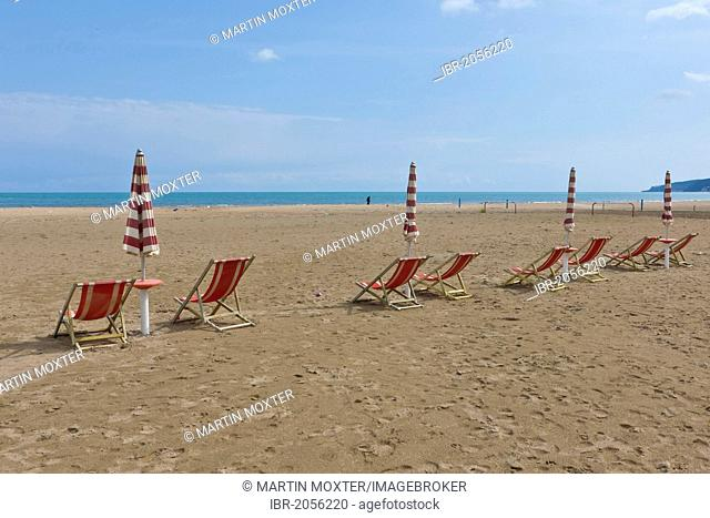 Empty beach with deck chairs near Rodi Garganico, Gargano, Foggia, Apulia, Puglia, Southern Italy, Italy, Europe