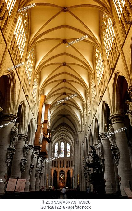 This photograph represent the interior of the St. Michael and St. Gudula Cathedra in Brussels, Belgium