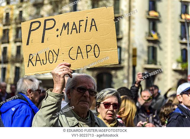 Barcelona, Catalonia, Spain. 18nd Mar, 2018. A pensioner in the demonstration for fair pensions. Pensioners & young people from all around Spain took part in a...