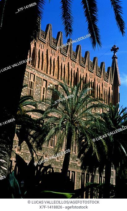 Barcelona: facade of the `Col legi de les Teresianes', religious school Gaudí, 1888-1890