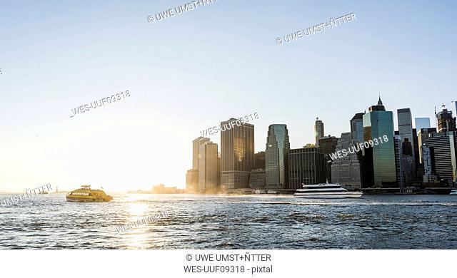 USA, Brooklyn, view to Manhattan at twilight
