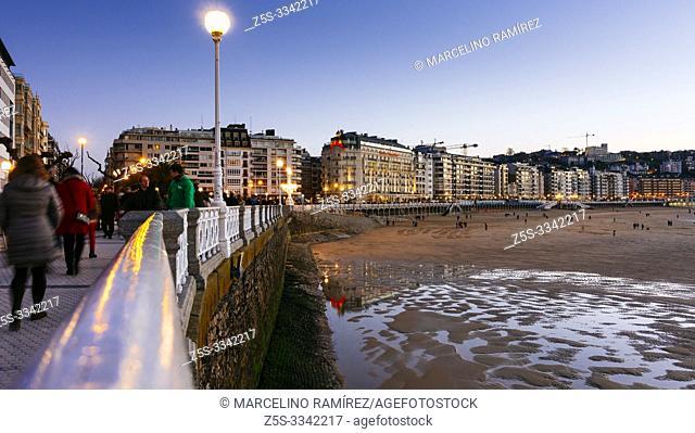 Promenade Playa de la Concha. San Sebastian, Gipuzkoa, Donostialdea, Basque Country, Spain, Europe