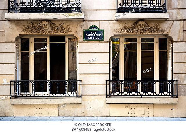 Building façade on the Rue Saint Louis en l'Ile on the Ile de Saint Louis, Paris, Ile de France region, France, Europe