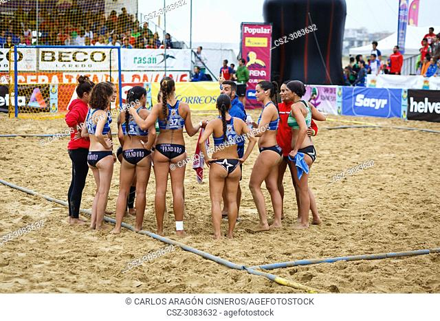 LAREDO, SPAIN - JULY 31: The girls team, BMP Algeciras, receives instructions from coach in the time-out in the Spain handball Championship celebrated in the...