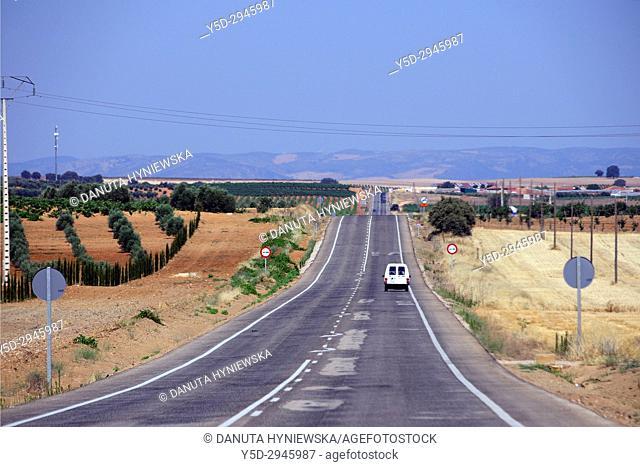 countryside landscape of La-Mancha, road from Villanueva de los infantes to Valdepenas, Ciudad Real, Castile-La Mancha, Spain, Europe