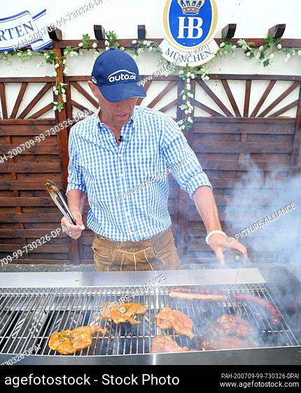 30 June 2020, Berlin: Ex-boxer and grill master Axel Schulz at the barbecue recorded on 30.06.2020 in the beer garden of the Hofbräu Inn at Alexanderplatz in...