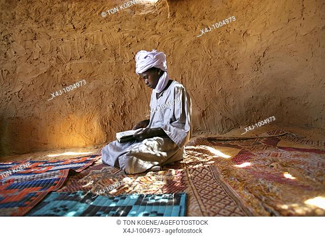 mosque in bahai refugee camp  market inside the refugeecamp  30 000 sudanese refugees have fled from darfur since the war broke out in 2003  they have settled...