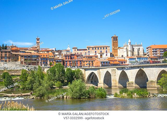 Overview and river Duero. Tordesillas, Valladolid province, Castilla Leon, Spain