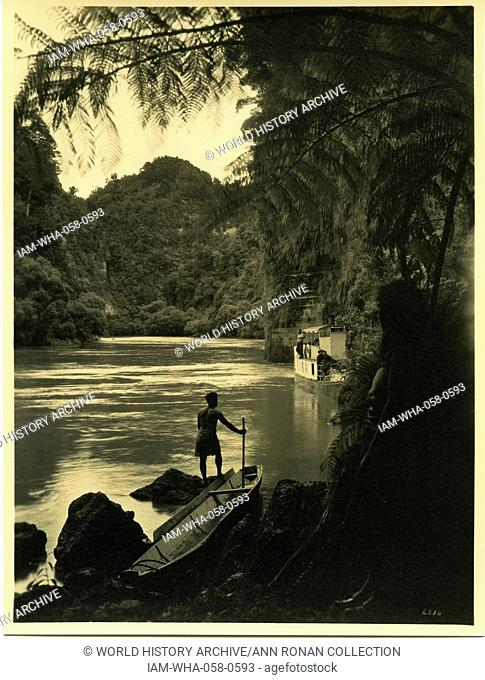 The Whanganui River is a major river in the North Island of New Zealand 1900