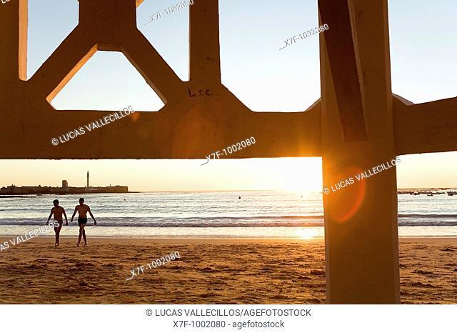 Caleta beach  At left San Sebastian's castle Cádiz, Andalusia, Spain