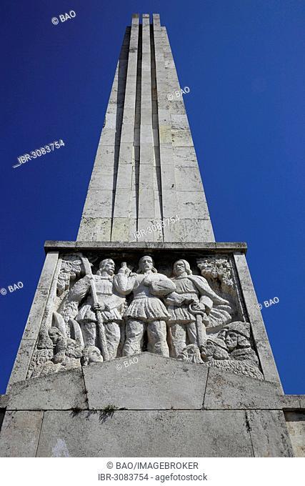 The Hurea, Closca and Crisan obelisk at the entrance to the fortress of Alba Iulia, B?lgrad or Karlsburg, Alba Iulia, Balgrad, deutsch Karlsburg, Alba Iulia